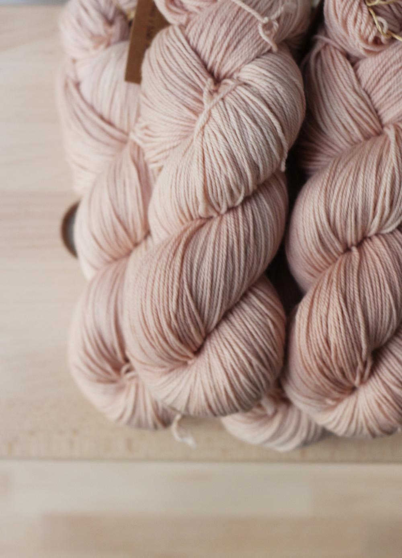 Cómo teñir lana con huesos de aguacate